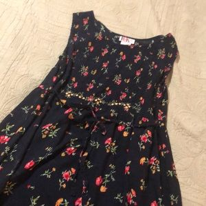 a long cute floral dress perfect for spring❤️♥️